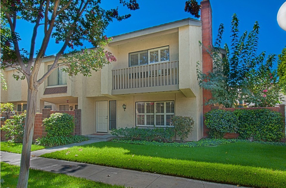 Beautiful and big two-story end unit in a clean, safe, and quiet neighborhood.