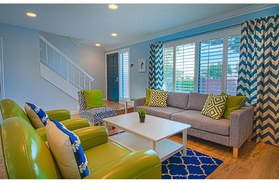 Comfy chairs. Queen size sofa bed. Cool colors, fun decor. Great place to relax!